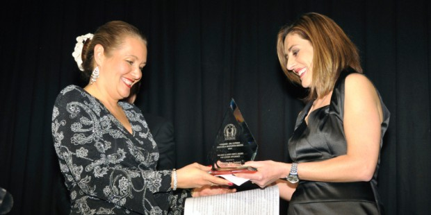 Executive director Mele Wendt receives the inaugural Eric & Kathy Hertz Award for Citizen Diplomacy on behalf of Fulbright New Zealand at the 2014 AmCham-DHL Express Success and Innovation Awards